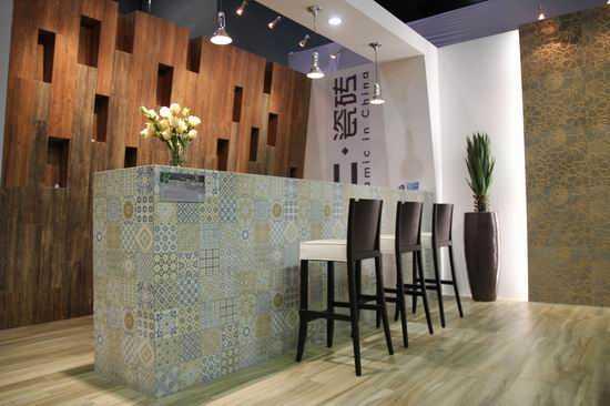 原来木纹砖还可以这样用,阳台,客厅,卧室,厨房,窗户,楼梯,服装店,背景